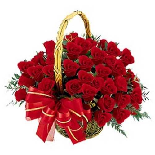 arrangement_of_40_red_roses